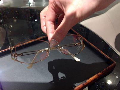 メガネを置くときの注意点